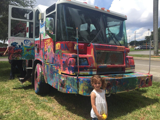 Kids paint firetruck - Touch a truck